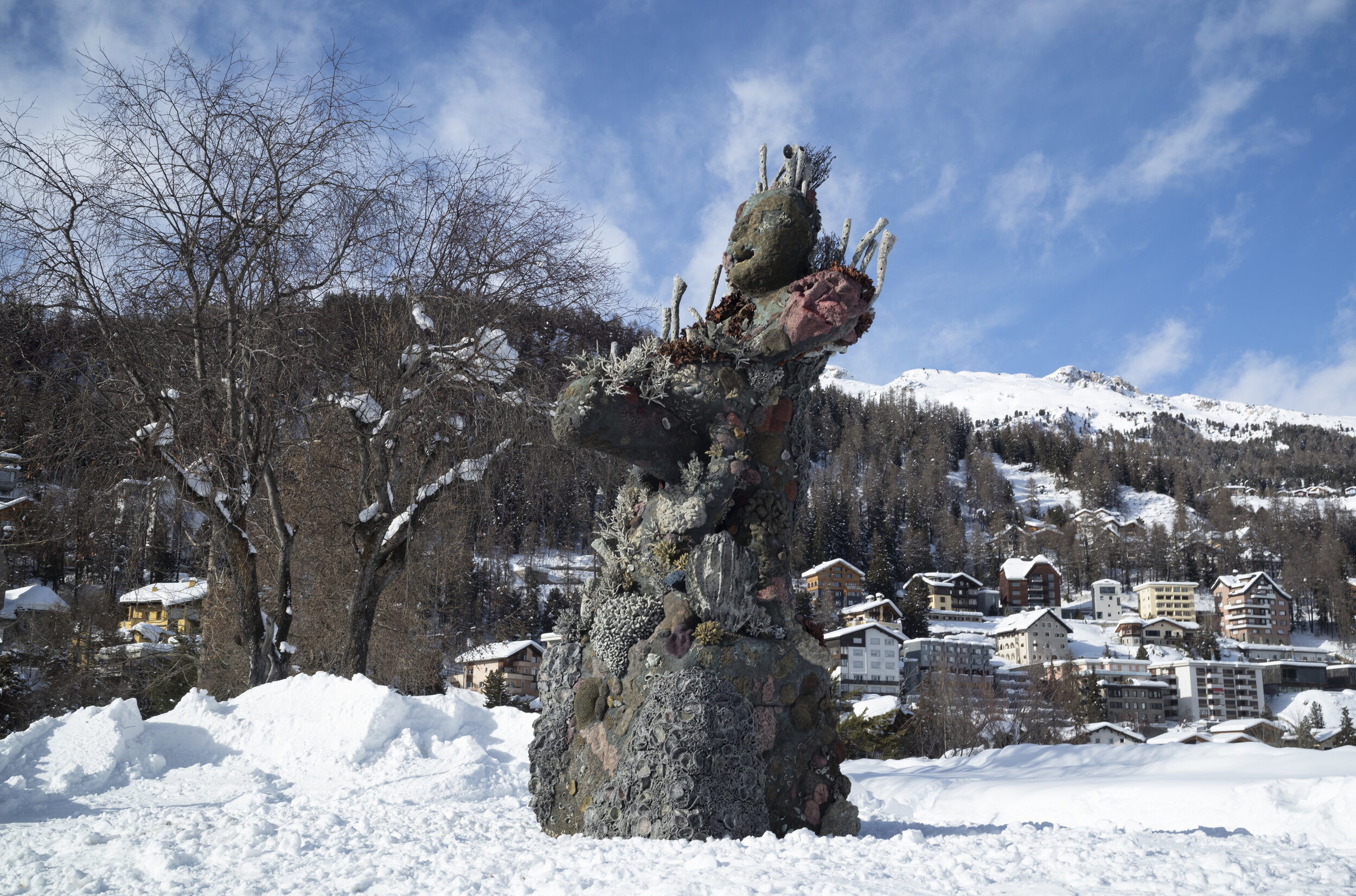 Damien Hirst, Two Figures with a Drum, 2021, St Moritz, Ludains