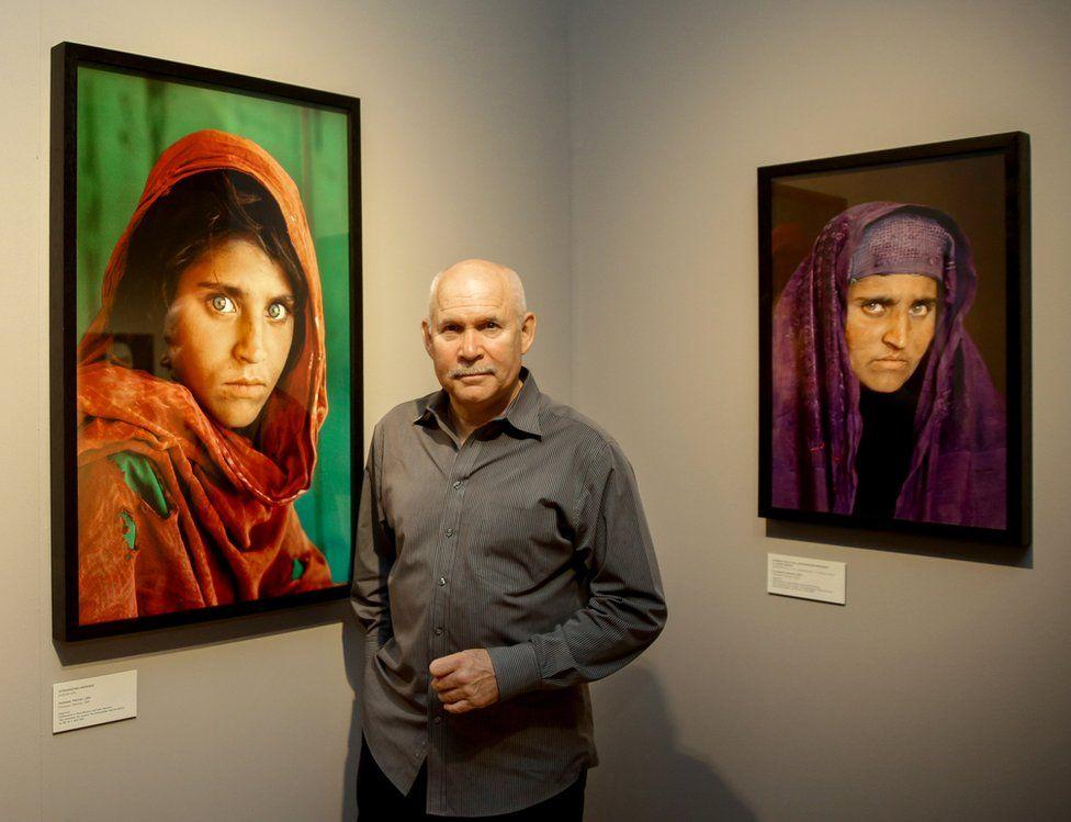 Steve McCurry portrait_between Gula portrait the Afghan Girl_1984_2002